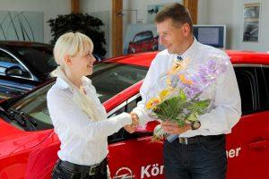 Fahrzeugverkauf - Fahrzeugübergabe an neue Besitzerin